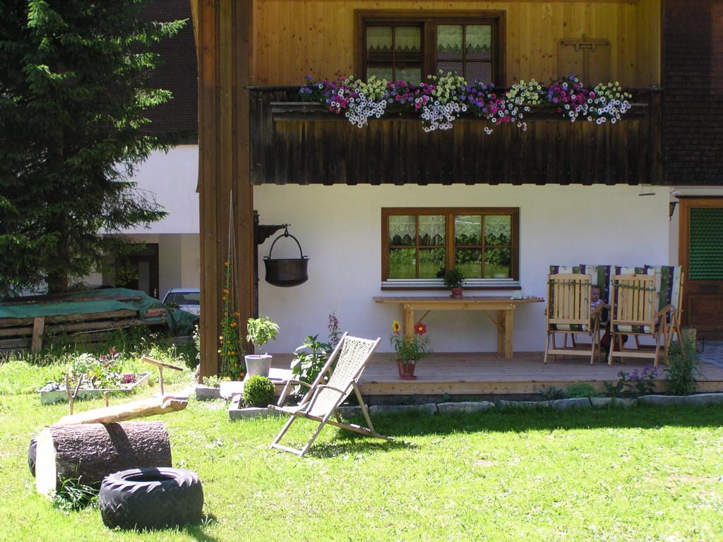 Die Terrasse mit Garten ist für unsere Gäste reserviert.