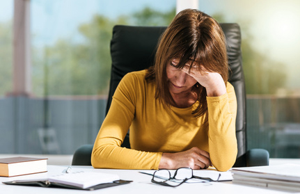 Traurig Mutter; Verzweiflung; Mutlos; Familie; Erziehung schwierig; Kinder; Eltern; Lifestyle; Schule fürs Leben
