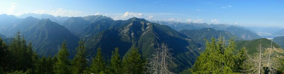 Auf dem Pianascio (1643m ü.M.) mit Blick in Richtung Norden. (Ganz rechts ist der Lago Maggiore)