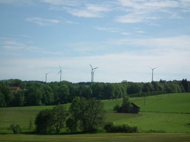 ... zum Landschaftsbild in Wildpoldsried und erzeugen 12 Mio kWh Strom pro Jahr