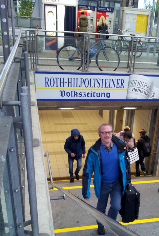 Thomas Link vom Filmteam reist umweltfreundlich mit der Bahn an
