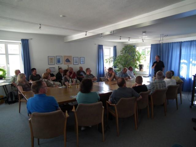 ... erfahren wir und eine Besuchergruppe aus Ostdriesland die Chronologie und Vorgehensweise zur Energiewende.