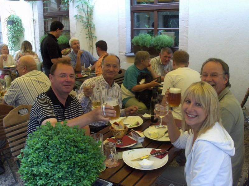 ... schmeckten Bier und böhmische Spezialitäten.