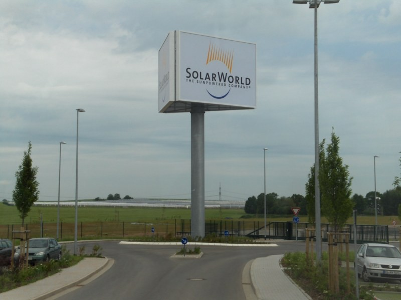 """2. Besichtigungsstation: Auf der """"grünen Wiese"""" wurde die modernste Waferfabrik der Welt errichtet."""
