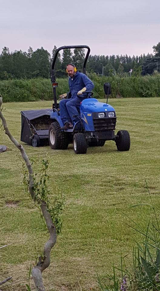 Het gras word goed onderhouden