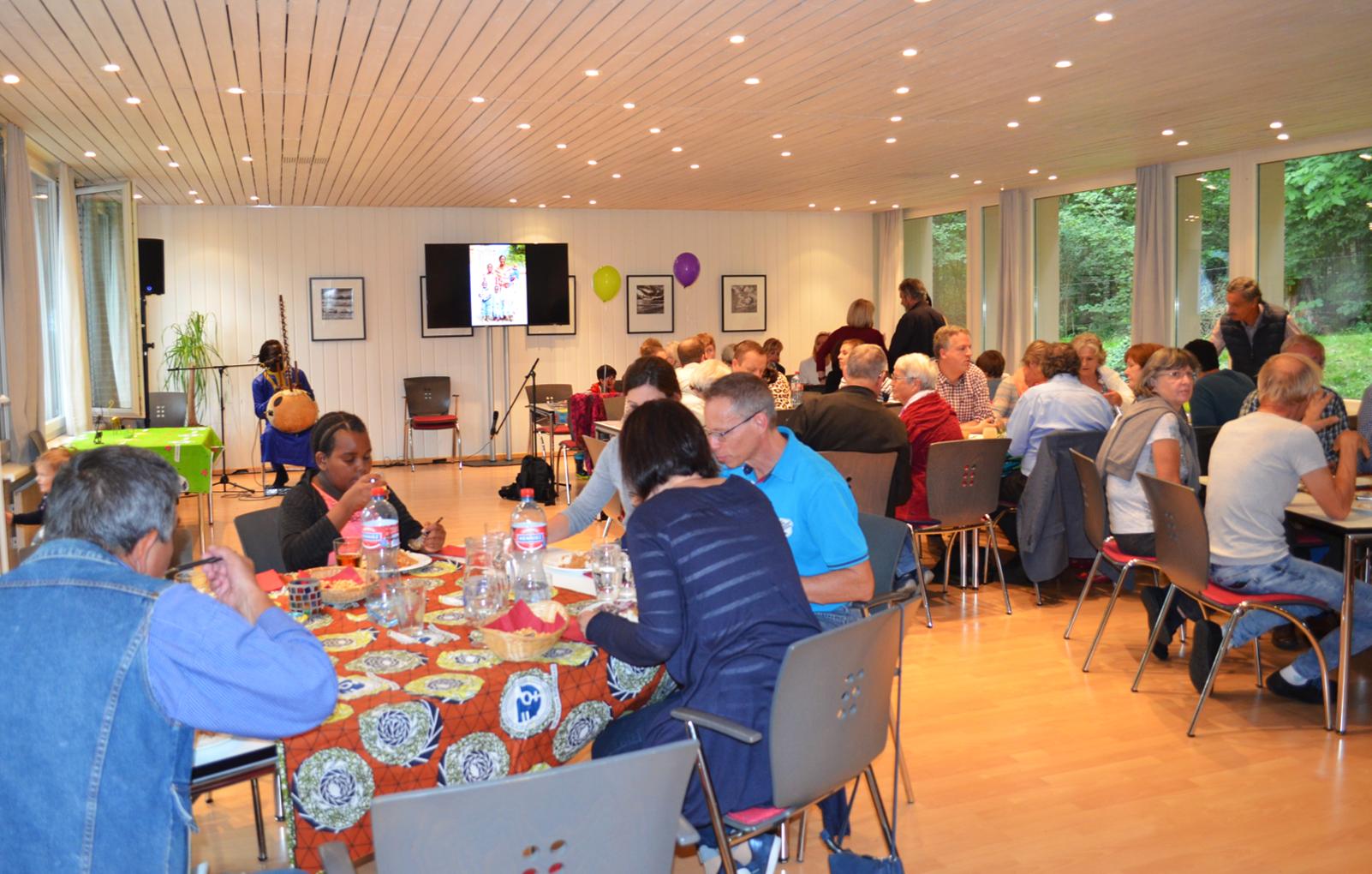 Zu unserer grossen Freude fanden zahlreiche Besucher den Weg nach Vaduz, um mit uns zu feiern.