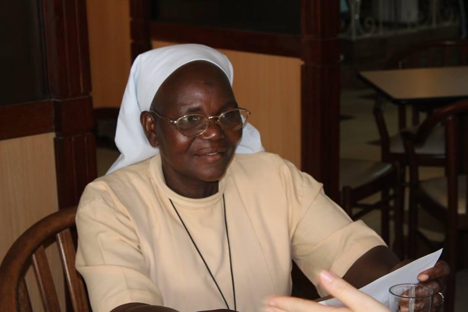 Sr. Véronique hat von 2001-2012 das Zentrum LSI geleitet. Nun lebt und arbeitet sie im Dorf Nyassan, an der Grenze zu Mali.