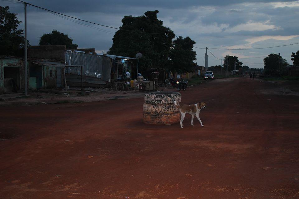 Alltag: Ein Kreisel à la Burkina.