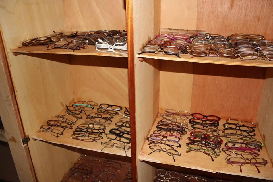 Ein italienischer Verein hat viel Brillen gespendet.