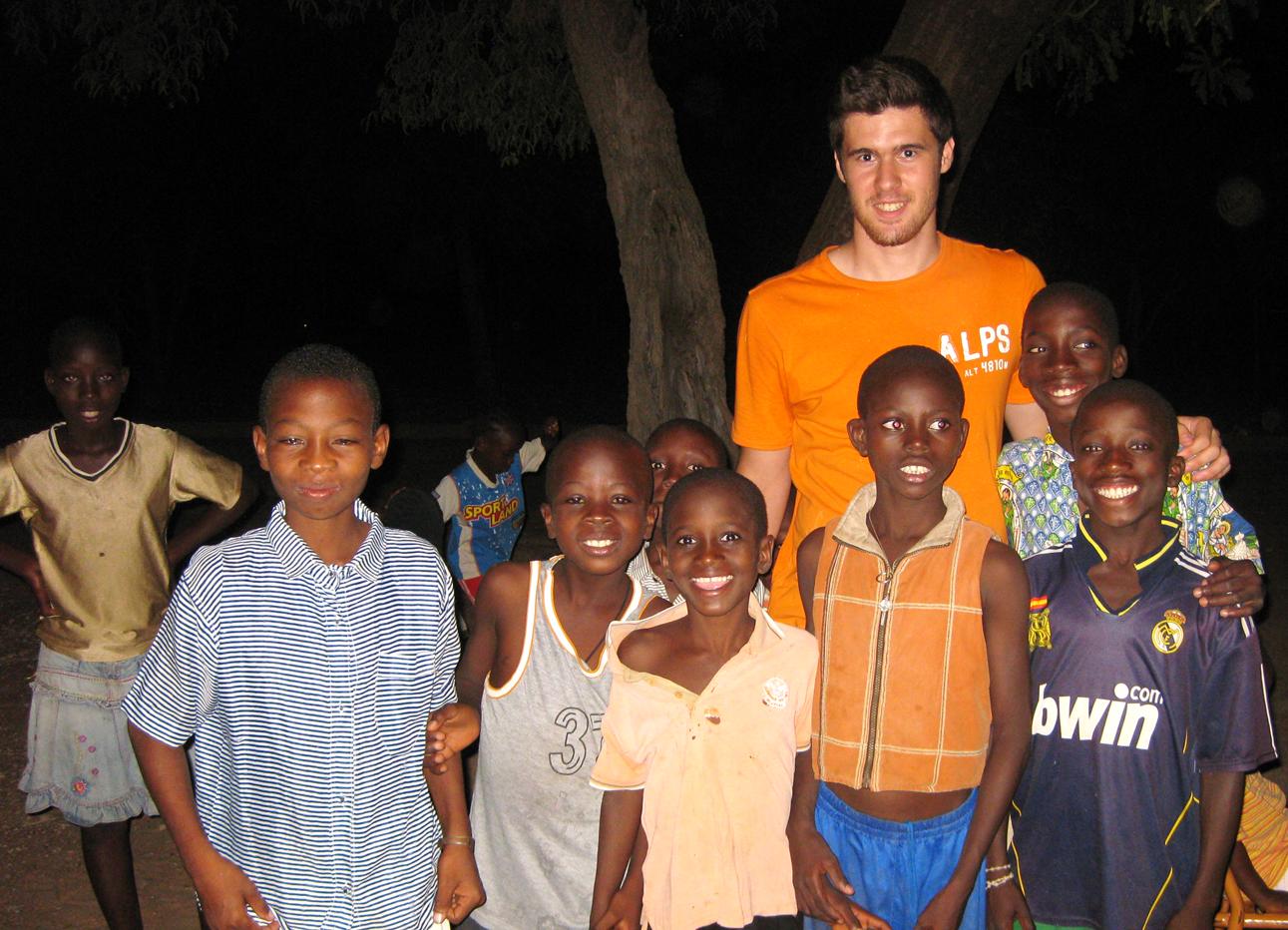 Fussballspielen mit den Jungs bis in die Abendstunden war die Lieblingsbeschäftigung des spanischen Praktikanten Omar.