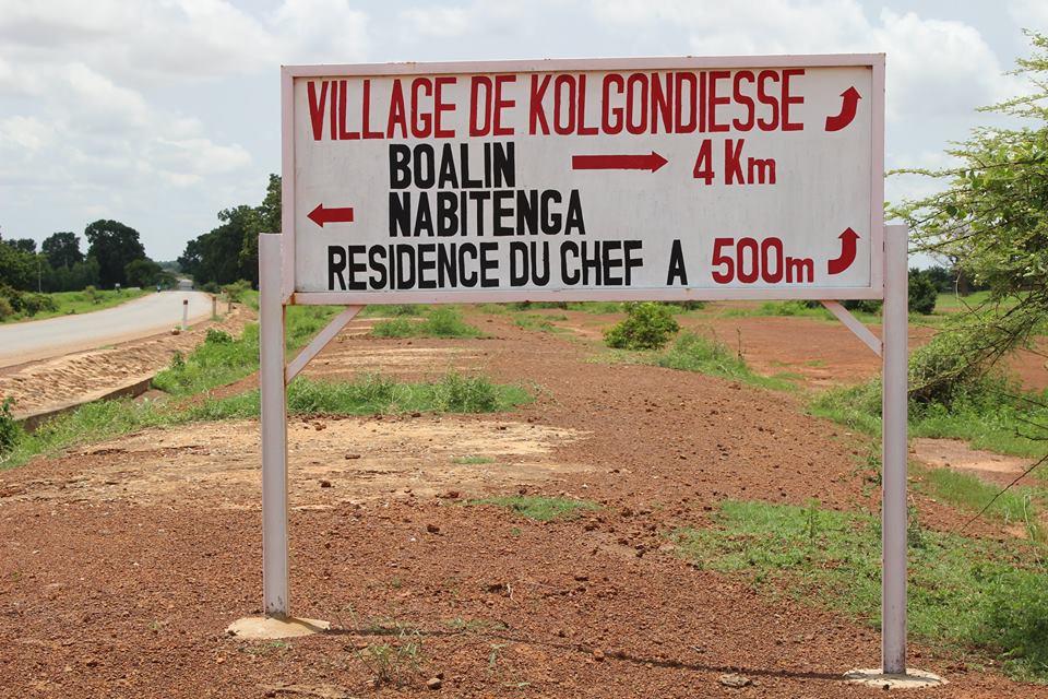 Im Dorf Kolgondiéssé gibt es weder Strom noch fliessend Wasser. Damit die Kinder eine Zukunftsperspektive haben, unterstützen wir sie mit unserem Schülerpatenschaftsprogramm.