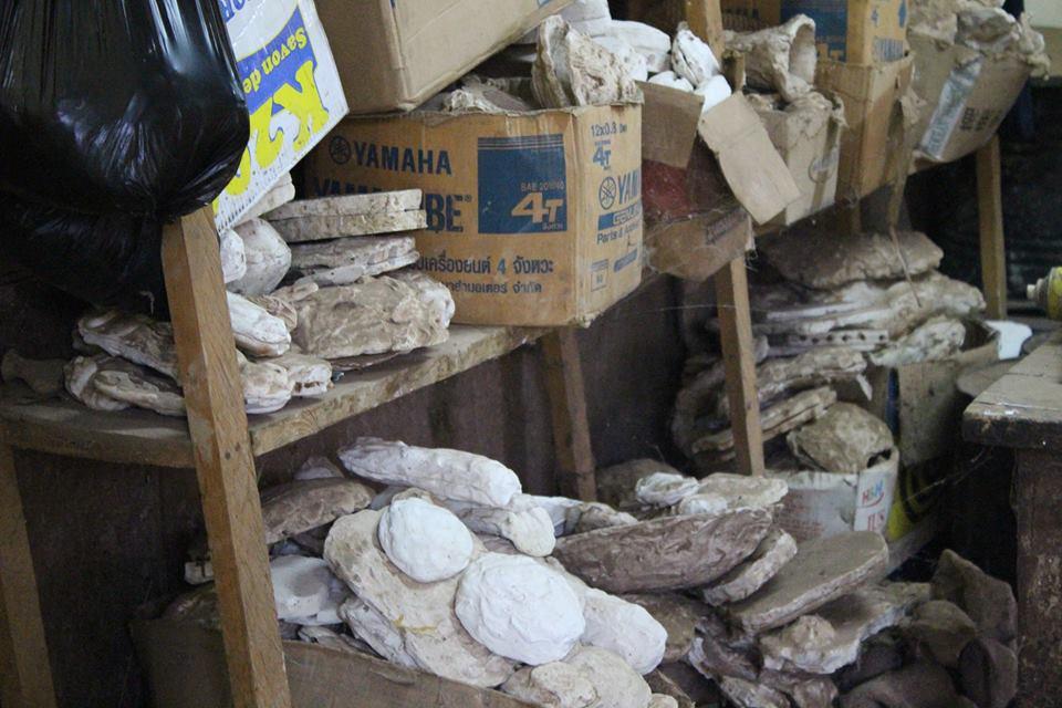 Im Village Artisanal (Kunsthandwerksmarkt) in Ouagadougou wird Kunst vor Ort entworfen, hergestellt und verkauft.
