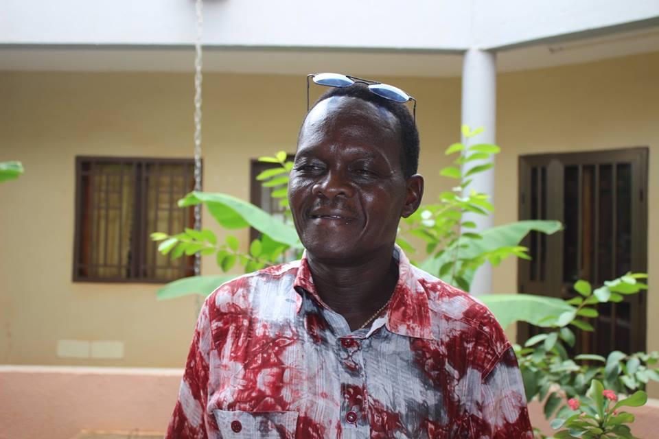 Benjamin Sawadogo hat über Jahre hinweg Schritt für Schritt eine Schule aus privaten Mitteln aufgebaut. Heute besuchen über 800 SchülerInnen dieses Gymnasium. Wir unterstützen dort rund 100 Jugendliche mit Schülerpatenschaften.