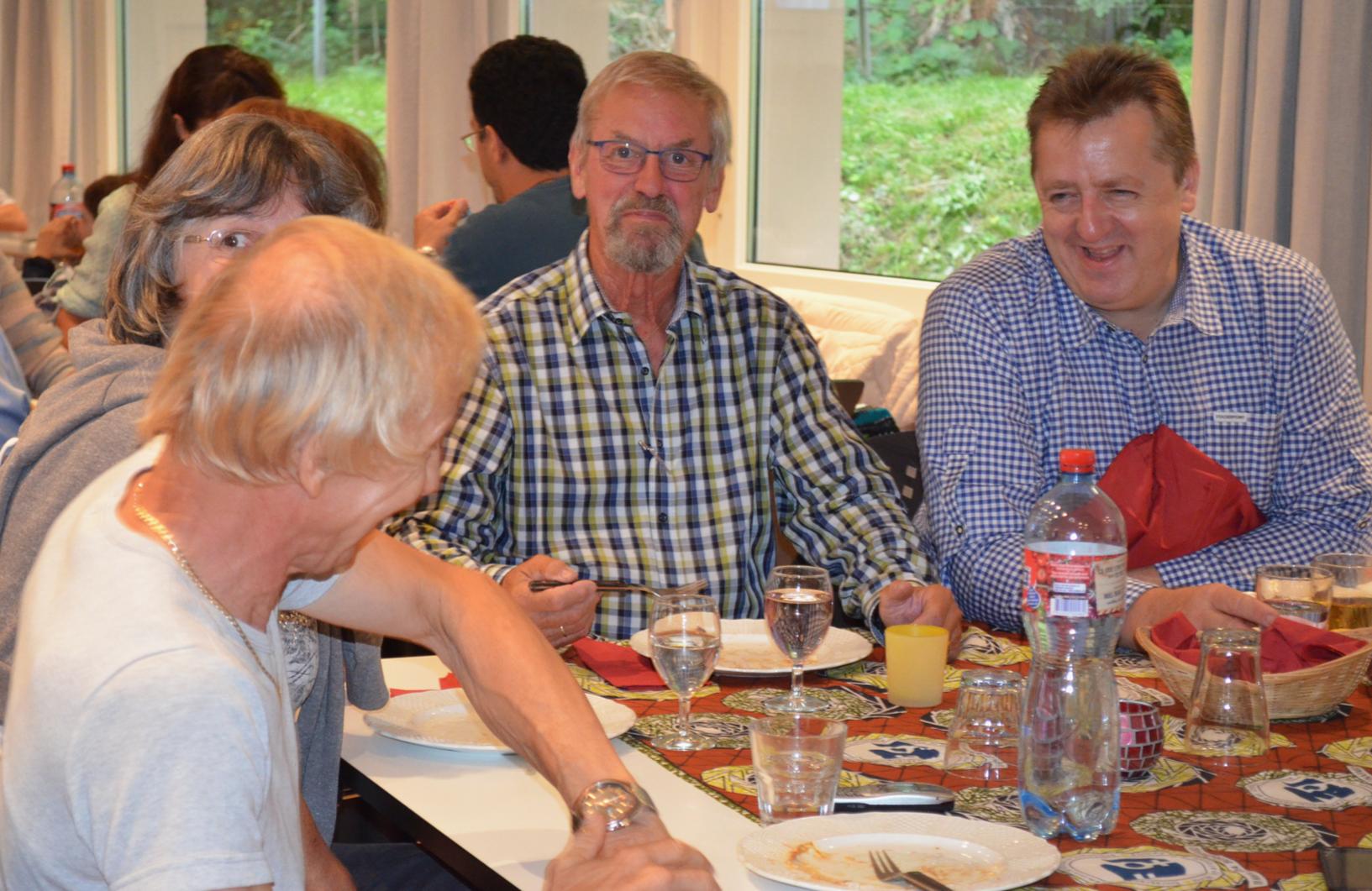 Die Besucher hatten sichtlich Spass und die Teller waren schnell leer - es scheint geschmeckt zu haben...