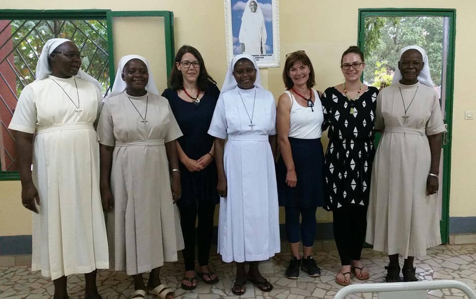 v.l: Sr. Edith, Sr. Emilie, Lisa, Mutter Oberin Bernadette, Ursula, Alexandra, Sr. Félicienne