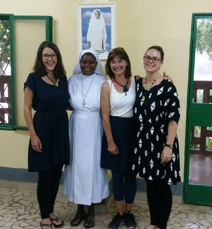 Lisa, Mutter Oberin Bernadette, Ursula und Alexandra