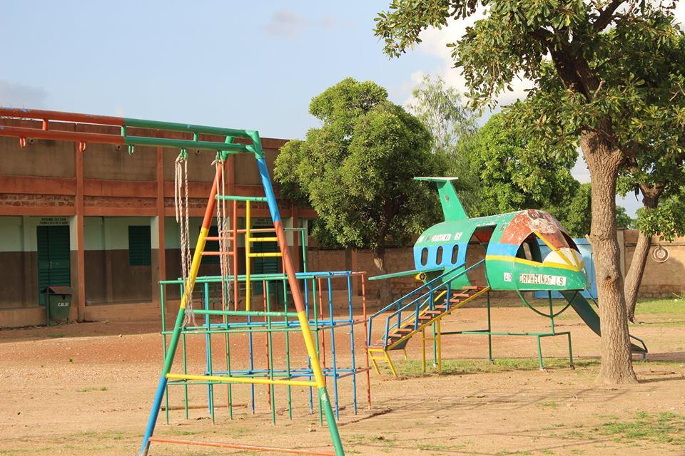 Der LSI-Kindergarten mit Spielplatz.