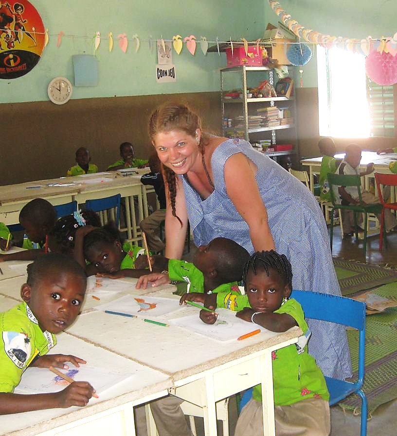 Doch Tanja hat sich nicht nur mit den Kindern amüsiert, sie konnte ihnen auch etwas beibringen und half im LSI-Kindergarten fleissig mit.