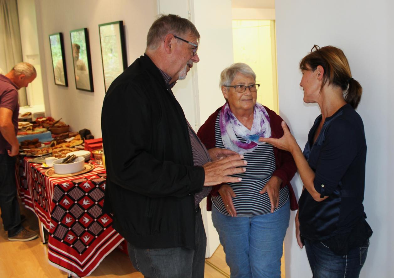 Unsere Vize-Präsidentin Ursula Wolf (rechts) führte interessante Gespräche mit den BesucherInnen.