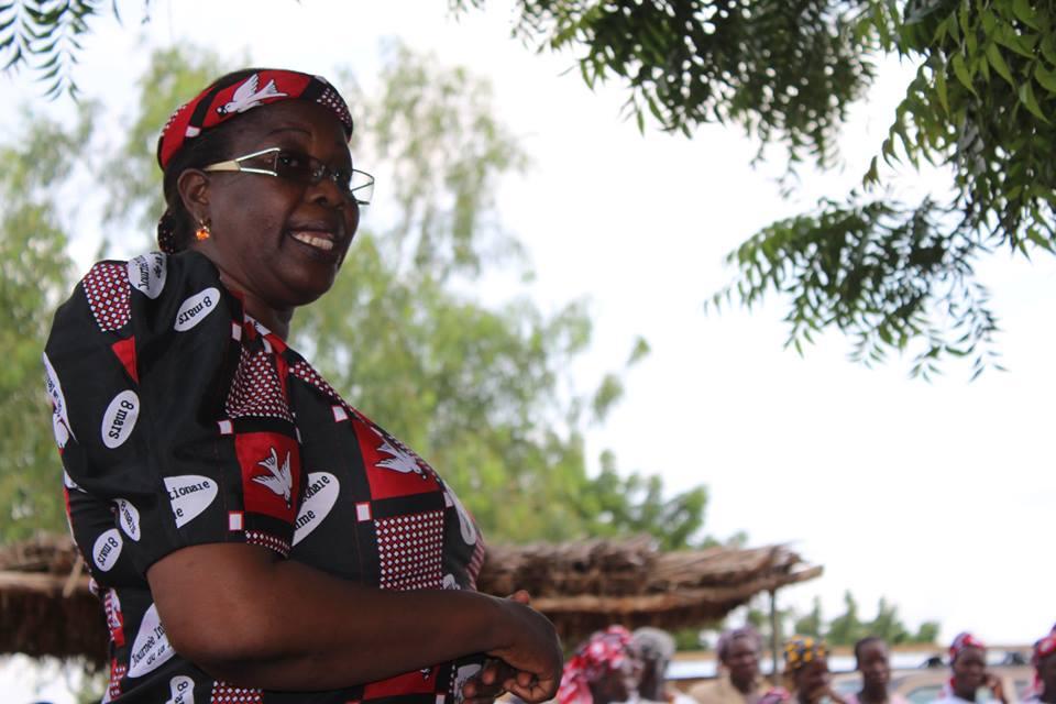 Juliette Kongo bezahlte viele Jahre lang das Schulgeld der Kinder aus eigener Tasche. Seit 2013 sind ihre finanziellen Kapazitäten ausgeschöpft, weshalb wir ihr nun mit Schülerpatenschaften helfen.