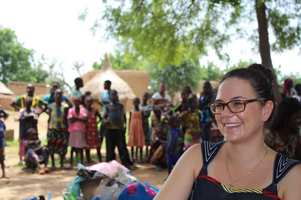 Unser Vereinsmitglied Alexandra Jehle hat Juliette Kongo während ihres Praktikums 2013 kennengelernt. Seit 2014 ist sie als LED-Fachperson vor Ort im Einsatz und steht dem VfhH-Vorstand jederzeit mit Rat und Tat zur Verfügung.