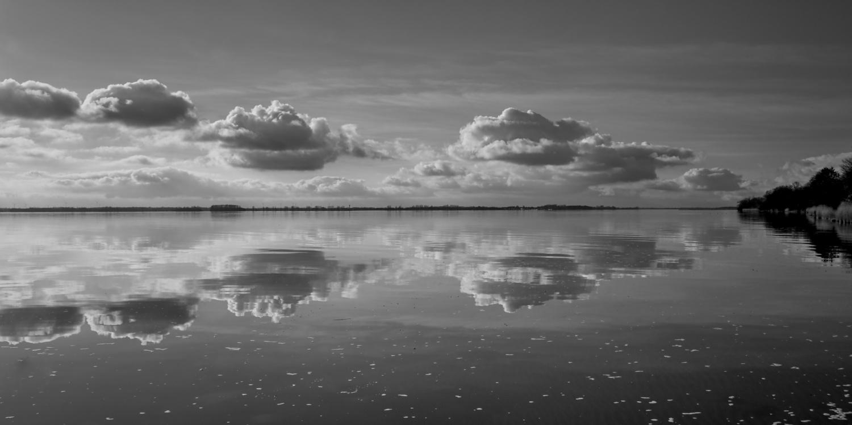Die spiegelglatte Ostsee.