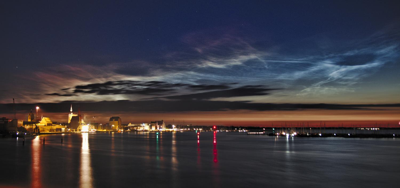Mittsommernacht 2019: Wenn man in die Fotografie Nachtleuchtender Wolken hineinstolpert....