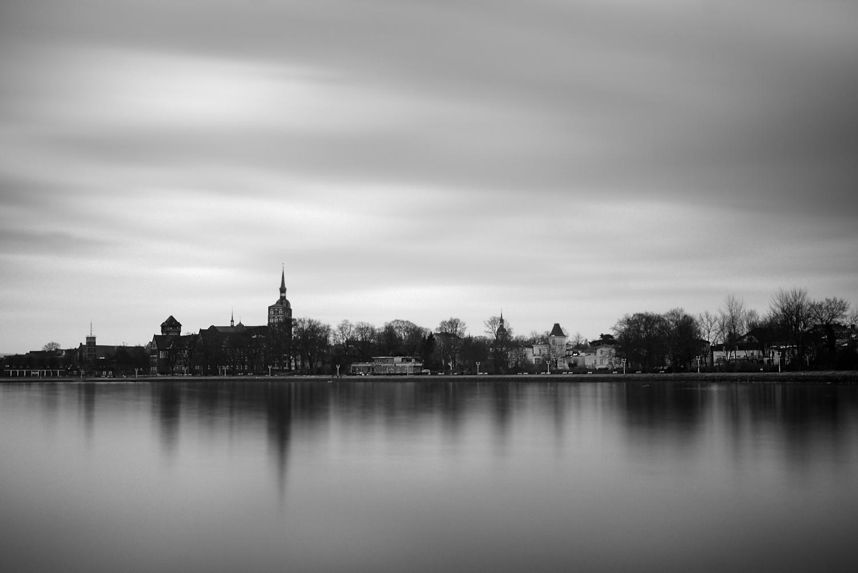 Aus einem wenig versprechenden Himmel über Stralsund (April 2018) wurde mittels Bildbearbeitung mit GIMP einiges herausgeholt.