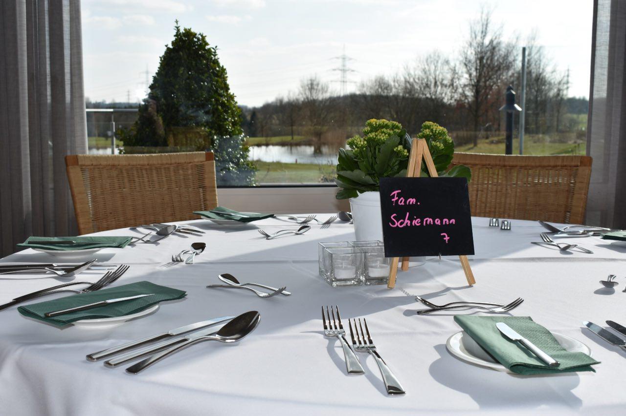 Der Tisch erwartet die Gäste