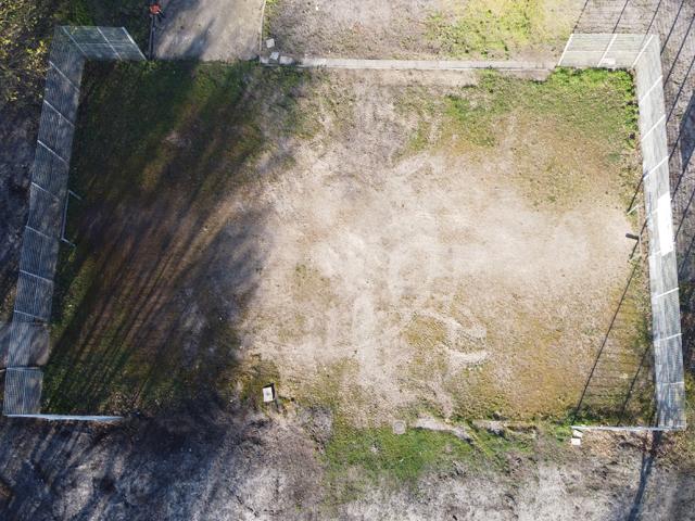 Tennenplatz wird in Teppichvlies-Fläche umgewandelt