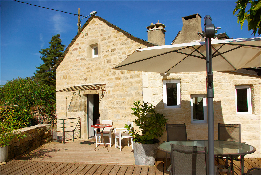 La terrasse ( 50 m² ! ) - Gite La Garde Gagnac en Aveyron