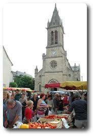 L'église de Laissac et le marché hebdomadaire