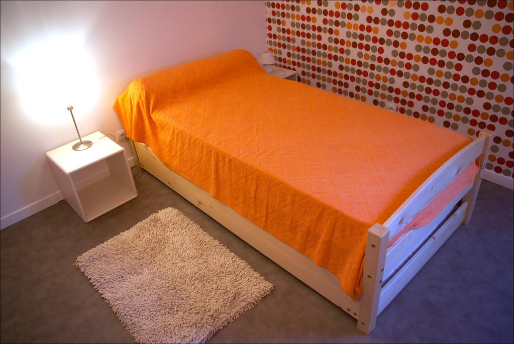 Le lit gigogne relevable au niveau du lit principal