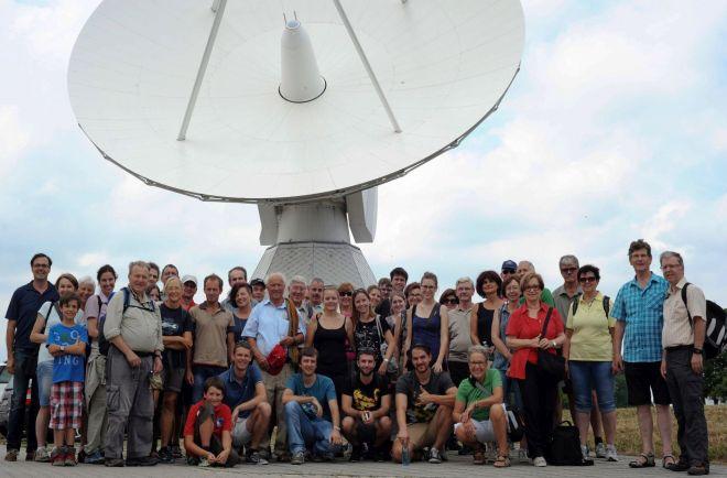 Bild zeigt den Verein der Amateurastronomen Max Valier aus Bozen bei ihrem Besuch im Juli 2015