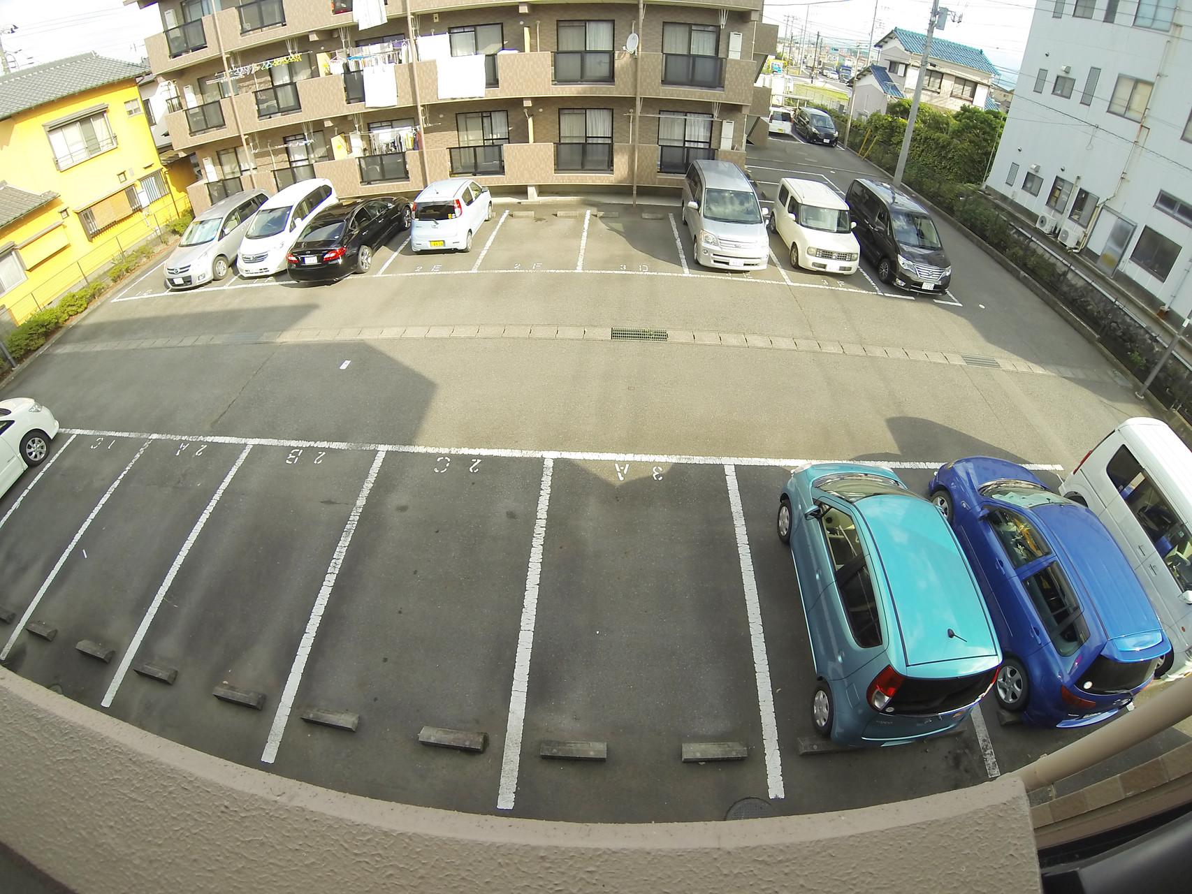 北側駐車場
