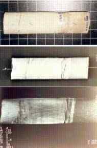 Abb: Zerstörungsfreie Röntgen-Tomographie an einem Bohrkern zur Darstellung von verschiedenen Anhydrit-Zementationen (hellweiß), die abrupt in nicht zementierte Bereiche übergehen (rechte Seite: dunkelgrau); Foto: Dr. Baermann & Partner, Mikroanalytik