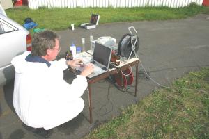 Kalibrierung des Fluorometers vor Ort anhand von Standards im Bereich zwischen 10 μg bis 1000 μg/l (VEGAS)