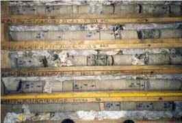 Abb: Erbohrte Sandstein-Bohrkernabschnitte in Kernkisten; Foto: Dr. Baermann & Partner, Mikroanalytik