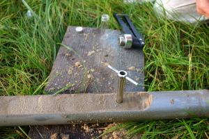 Entnahme von Bodenproben mit dem Stechzylinder in Feinmittelsanden aus 1,6 m Tiefe
