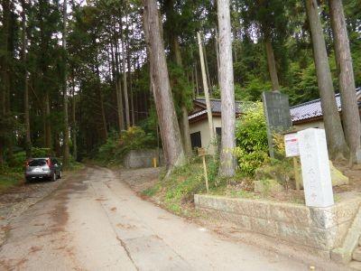 10:23 日吉神社脇から登山道