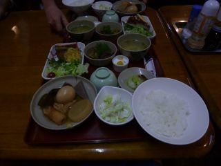 18:05 小屋の夕食