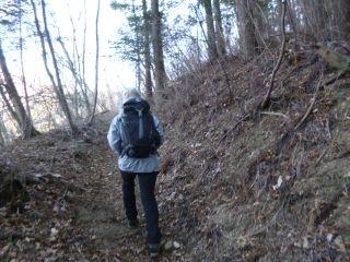 9:20 山道を歩く