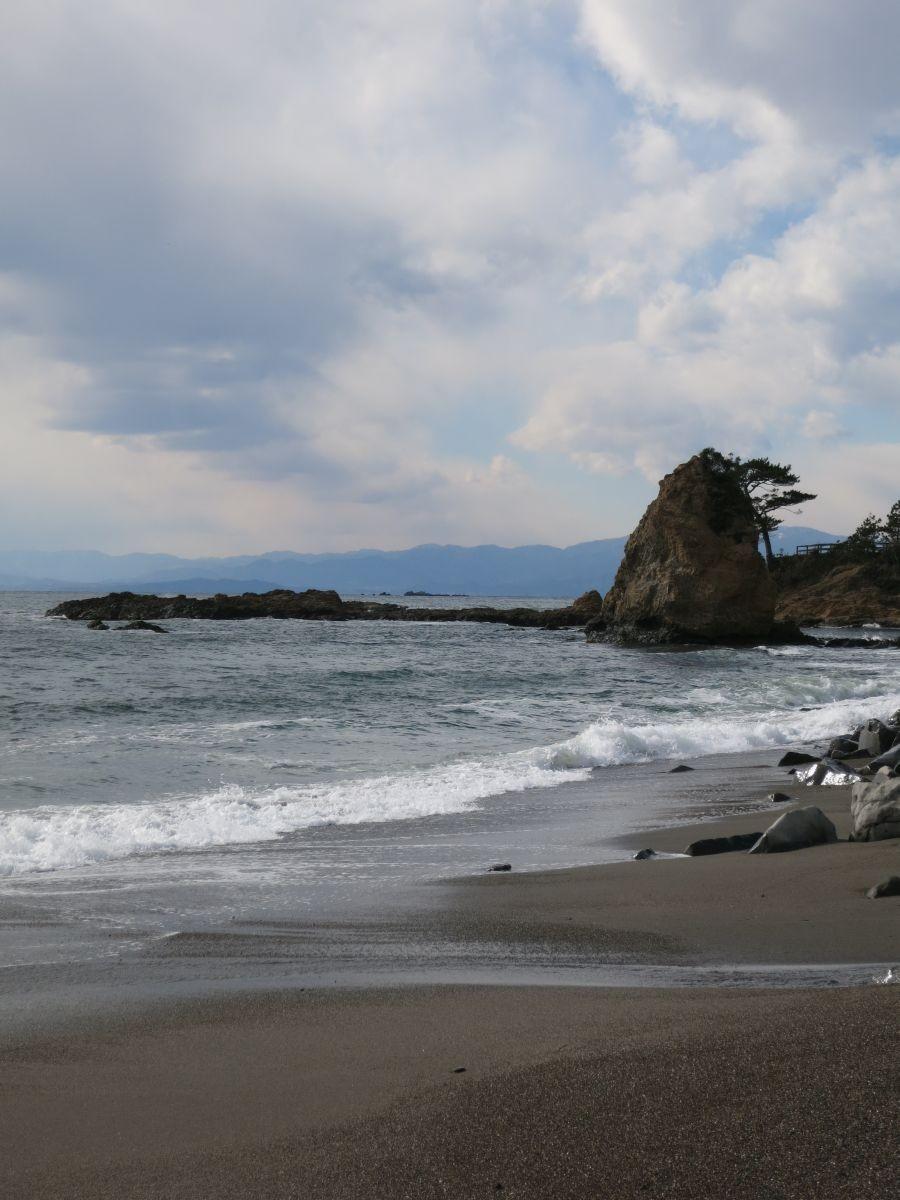 14:42 神奈川の名勝「立岩」