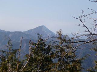 11:55 西の方向には、武甲山や両神山が