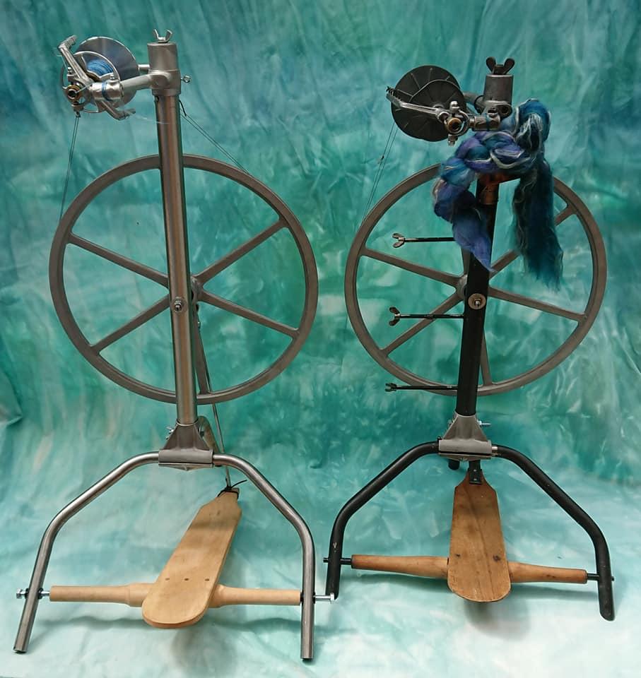 Links: Prototyp von Stahl&Wolle, Rechts: Breco-Reisespinnrad