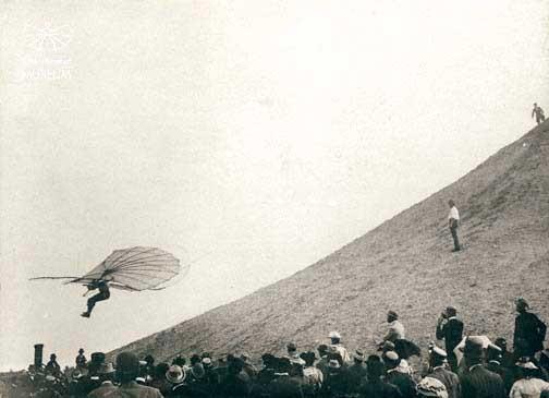 Flug Lilienthals vom Fliegeberg Lichterfelde am 29. Juni 1895 Q.: Wikipedia