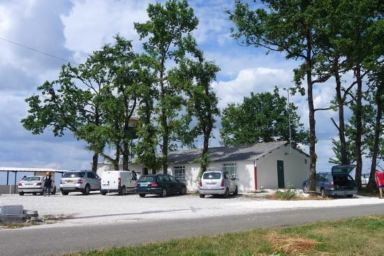 Parking et Club House