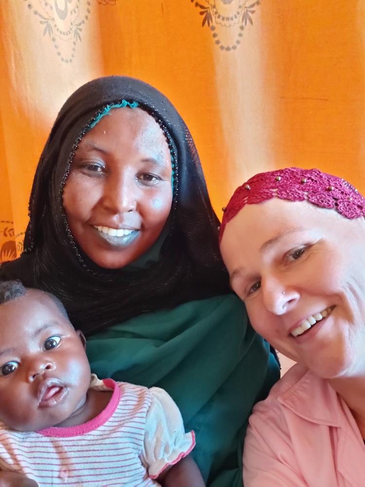 Mit einer glücklichen Mutter und ihrem 7. Kind
