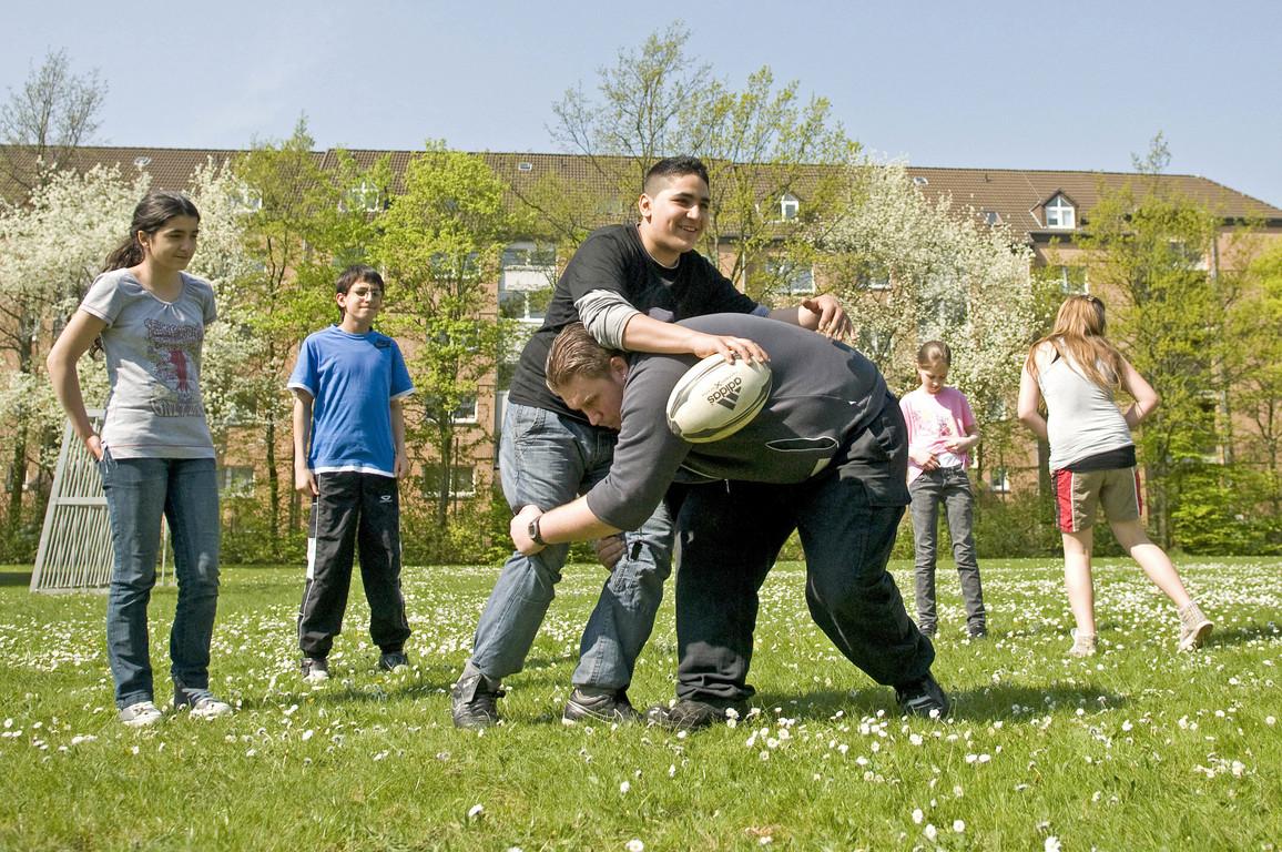 Training auf dem Rasen - Die ersten Tiefhalteversuche