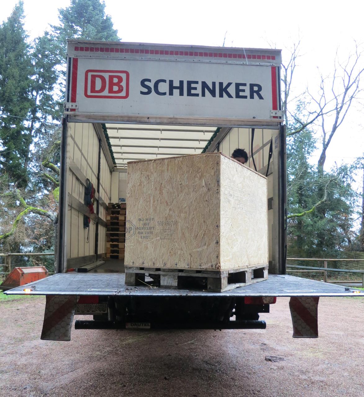 ... begibt sich der Rüde auf die Reise durch ganz Deutschland.